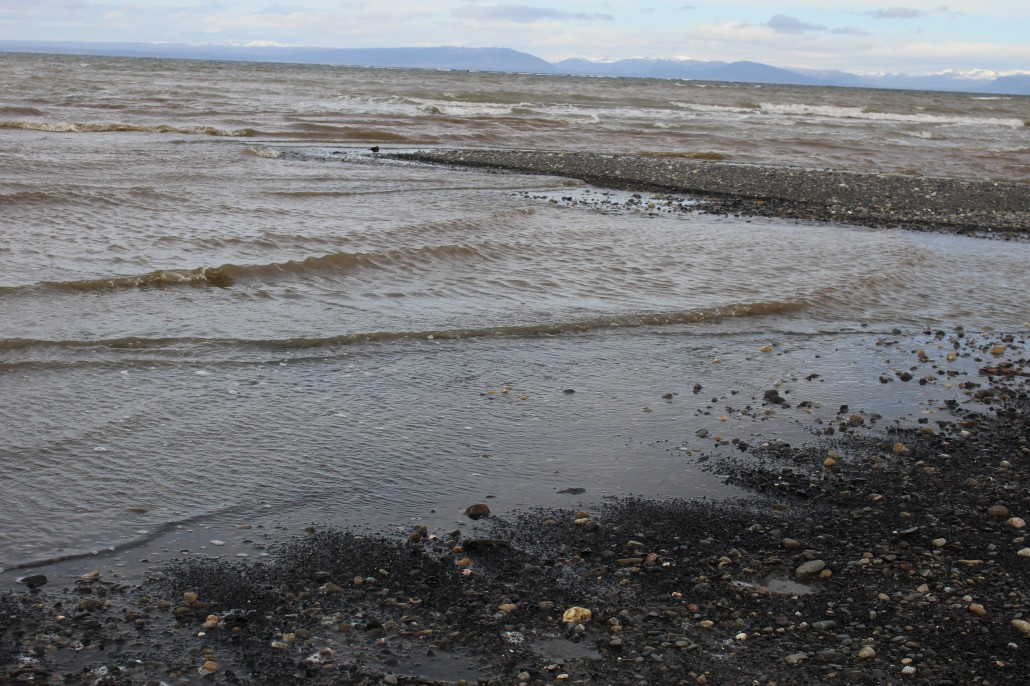 Playa Isla Riesco con carbón